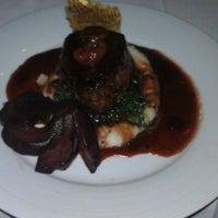 Foto tomada en Greystone Steakhouse por Kanan H. el 6/20/2012