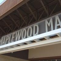 Снимок сделан в Maplewood Mall пользователем Dylan 8/29/2012