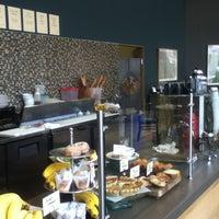 Foto tirada no(a) Awaken Cafe & Roasting por X em 3/19/2012