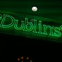Foto tomada en Dublin's Irish Pub por Percival M. el 10/29/2011