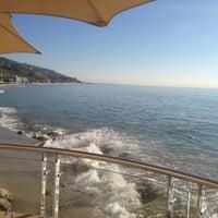 Das Foto wurde bei Malibu Beach Inn von Leslie G. am 1/10/2012 aufgenommen