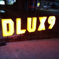 รูปภาพถ่ายที่ Dlux9 โดย Sarika N. เมื่อ 5/7/2012