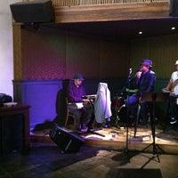 5/14/2011 tarihinde Jacob H.ziyaretçi tarafından Era Art Bar & Lounge'de çekilen fotoğraf