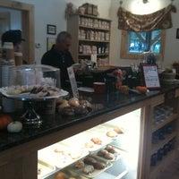 Photo prise au Red Barn Coffee At Angel's Cafe par Lindsay U. le10/2/2011