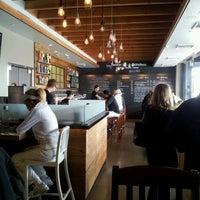 Foto diambil di Crow Burger Kitchen oleh Eduardo E. pada 3/31/2012