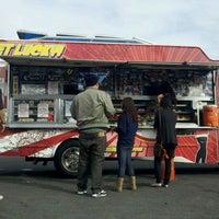 1/19/2012 tarihinde Alex S.ziyaretçi tarafından Fukuburger Truck'de çekilen fotoğraf
