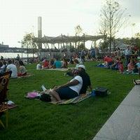 Foto tirada no(a) The Yards Park por Jennifer P. em 8/19/2011