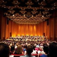 Das Foto wurde bei Jones Hall von Lin-Yung W. am 7/16/2012 aufgenommen