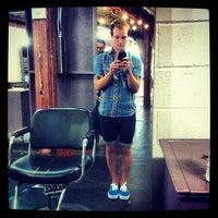 Das Foto wurde bei Melrose & McQueen Salon von Kyle V. am 8/30/2012 aufgenommen