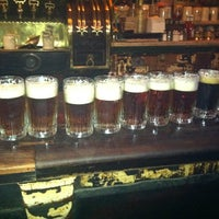 Photo prise au McSorley's Old Ale House par Natalie P. le8/26/2012