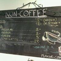 Foto tirada no(a) Café Analog por Kenny M. em 2/22/2012
