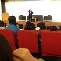 6/1/2012 tarihinde Kezia V.ziyaretçi tarafından Auditorium BINUS University'de çekilen fotoğraf