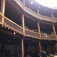 Das Foto wurde bei Shakespeare's Globe Theatre von Melissa M. am 7/13/2012 aufgenommen