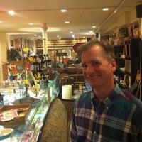 9/2/2012에 Persio L.님이 Cure Thrift Shop에서 찍은 사진