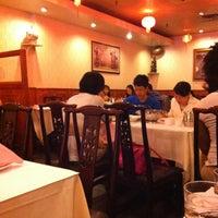 6/9/2012 tarihinde Tony T.ziyaretçi tarafından Szechuan Gourmet'de çekilen fotoğraf