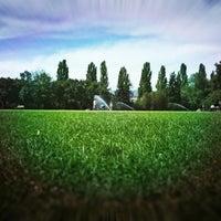 Das Foto wurde bei Margareteninsel von Timi 😺 V. am 8/21/2012 aufgenommen