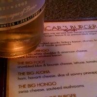 Foto scattata a Oscars Pub & Grill da Peter B. il 8/22/2012