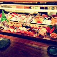 Photo prise au Blue Ribbon Sushi Bar & Grill par Hannah Y. le2/25/2012