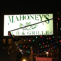 Das Foto wurde bei Mahoney's Pub & Grille von Luana C. am 9/1/2012 aufgenommen