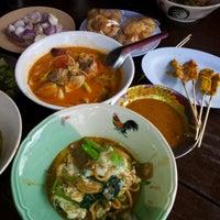 Снимок сделан в Mee Ton Poe пользователем yosavat S. 3/18/2012
