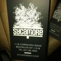 Das Foto wurde bei Sycamore Flower Shop + Bar von Eric H. am 2/4/2012 aufgenommen
