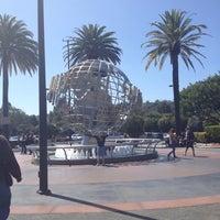 4/15/2012 tarihinde Mark H.ziyaretçi tarafından Universal Studios Hollywood Globe and Fountain'de çekilen fotoğraf