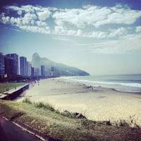 Foto tirada no(a) Praia do Pepino por Pigo em 7/23/2012