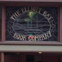 Foto scattata a Elliott Bay Book Company da Carla J. il 6/4/2012