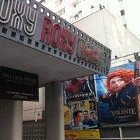 Foto tirada no(a) Cine Roxy por Joao Pedro S. em 7/26/2012