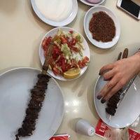 รูปภาพถ่ายที่ Erkoç Cağ Kebabı โดย Ebru เมื่อ 10/29/2018