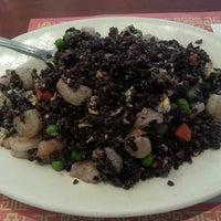 Foto tomada en Mr. Chen's Organic Chinese Cuisine por Kristin T. el 9/14/2013