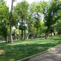 Das Foto wurde bei Gülhane Parkı von Çağla C. am 5/7/2013 aufgenommen