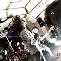 12/31/2012 tarihinde Mahmut Y.ziyaretçi tarafından Imagine Cafe & Bar'de çekilen fotoğraf