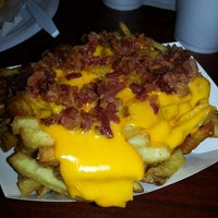 Foto diambil di J.R.'s Fresh Cut French Fries oleh Lauren J. pada 3/23/2013