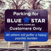 Foto tirada no(a) Blue Star Arts Complex por Jeff H. em 1/1/2014