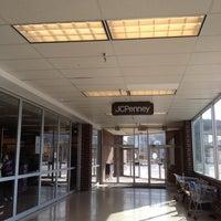 รูปภาพถ่ายที่ JCPenney โดย Kelley S. เมื่อ 4/12/2015