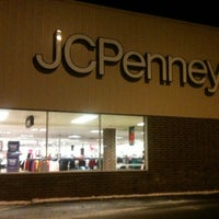 รูปภาพถ่ายที่ JCPenney โดย Kelley S. เมื่อ 1/3/2014