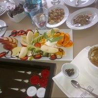 รูปภาพถ่ายที่ Mihver Cafe & Nargile โดย Umran (helin) P. เมื่อ 3/17/2013