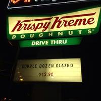 Das Foto wurde bei Krispy Kreme Doughnuts von Erin M. am 8/6/2013 aufgenommen