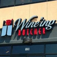 Photo prise au The Wine'ing Butcher par Amy T. le7/19/2013