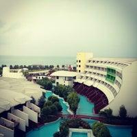 Foto tirada no(a) Cornelia Diamond Golf Resort & Spa por İnan Ş. em 10/27/2012