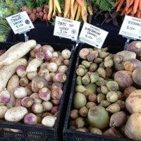 Foto tirada no(a) Mueller Farmers Market por Chris S. em 2/3/2013