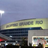 Foto tirada no(a) Shopping Grande Rio por Cris L. em 11/16/2012