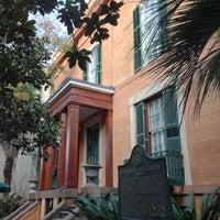 Das Foto wurde bei Sorrel Weed House - Haunted Ghost Tours in Savannah von Justin R. am 12/10/2012 aufgenommen