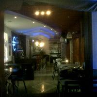 2/9/2013 tarihinde Ronald J.ziyaretçi tarafından Café Euro Bar'de çekilen fotoğraf