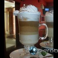 11/14/2012 tarihinde Ronald J.ziyaretçi tarafından Café Euro Bar'de çekilen fotoğraf