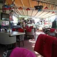 Das Foto wurde bei Cafe Villa Bistro von Erhan Emre E. am 5/3/2013 aufgenommen