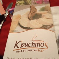 Das Foto wurde bei Kpuchinos von fabiola c. am 2/10/2013 aufgenommen