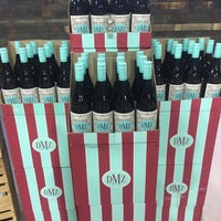 Foto scattata a Whole Foods Wine Store da Beth M. il 4/9/2018