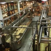 Снимок сделан в Beecher's Handmade Cheese пользователем Caitlin J. 11/24/2012